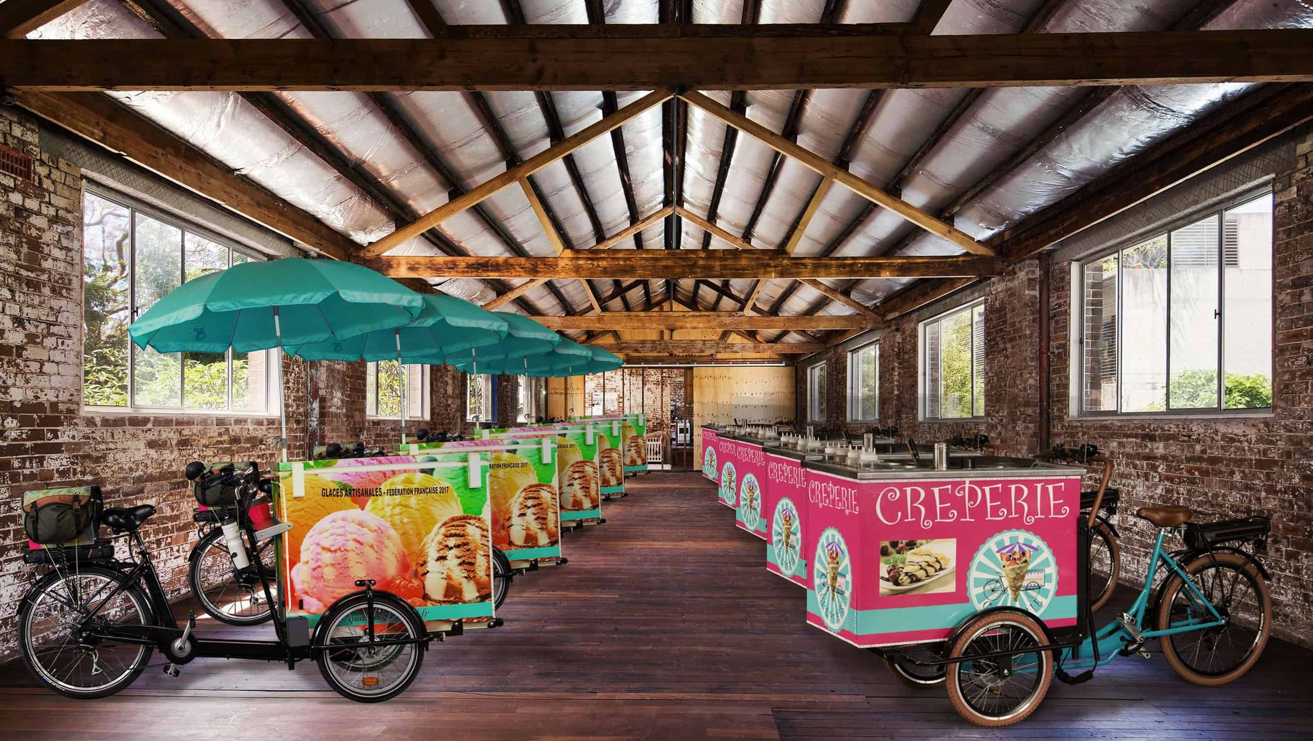 velo-triporteur-glace-professionnel-vitrine-refrigeree-glaces-artisanales-vente-ambulante-quai-des-glaces-lyon-animation-evenement-street-marketing